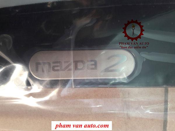 Vè Che Mưa Màu đen Chỉ Mạ Mazda2 2015